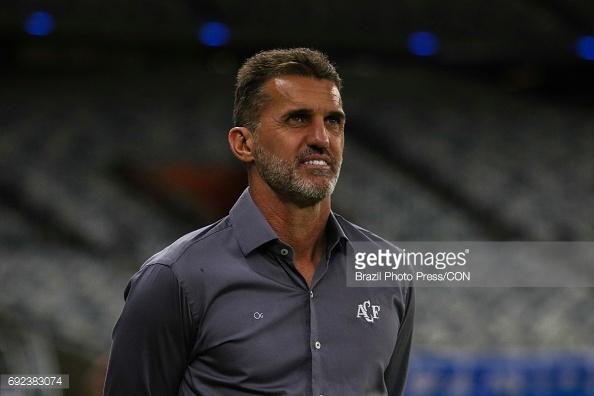 razoes-que-explicam-o-otimo-inicio-da-chapecoense-no-brasileirao-treinador
