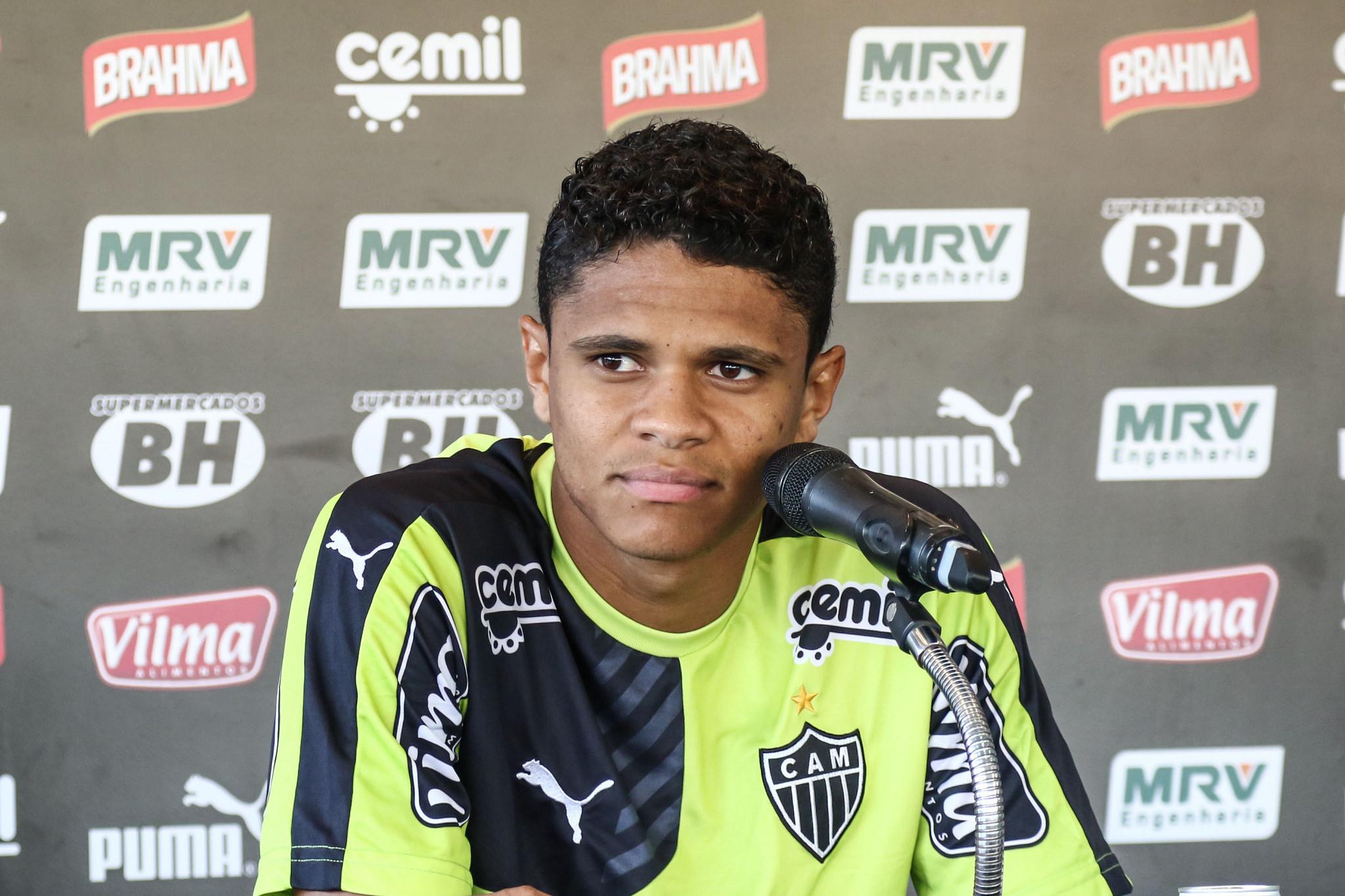 douglas-santos-jogadores-que-atuam-no-brasil-copa-america-galo
