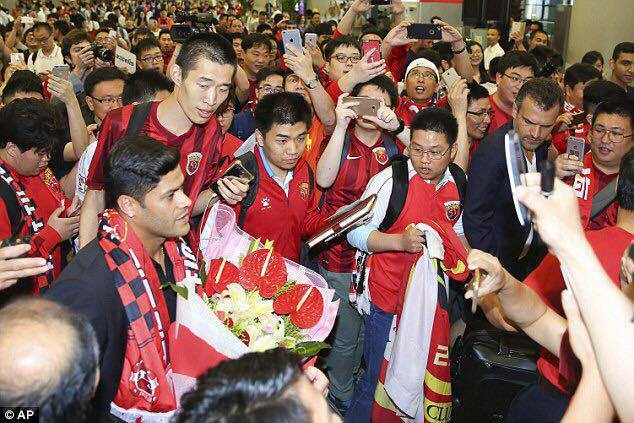hulk-shanghai-sipg-mercado-da-bola-As-maiores-contratacoes-do-futebol-da-china