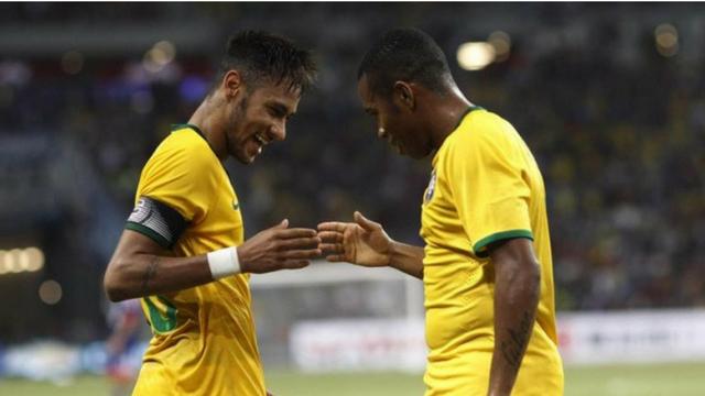 neymar-e-robinho-ex-jogadores-do-santos-selecao.png